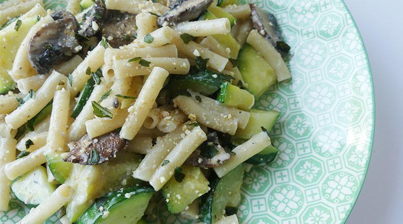 pâtes aux courgettes et champignons avec sauce cajou | ma conscience écolo